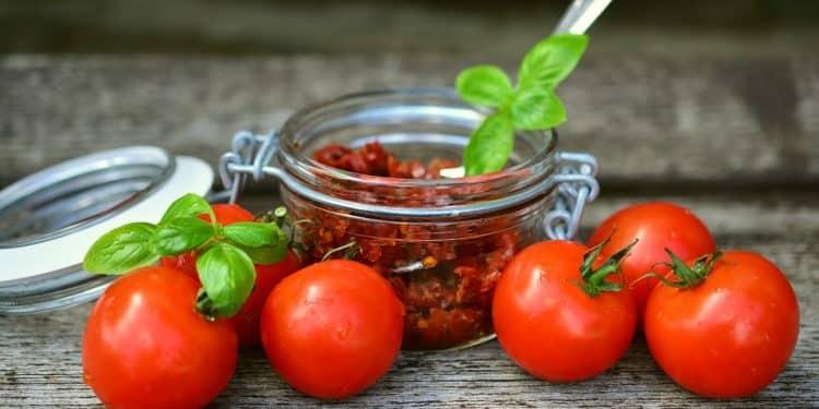 Drying Tomatoes - Heirloom Tomato