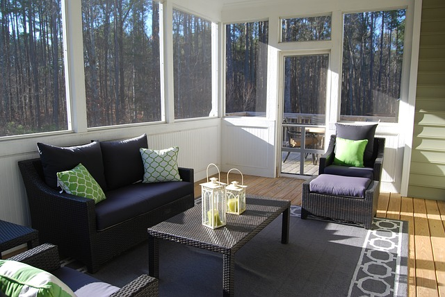 14 Beautiful Ways to Decorate Your Sunroom